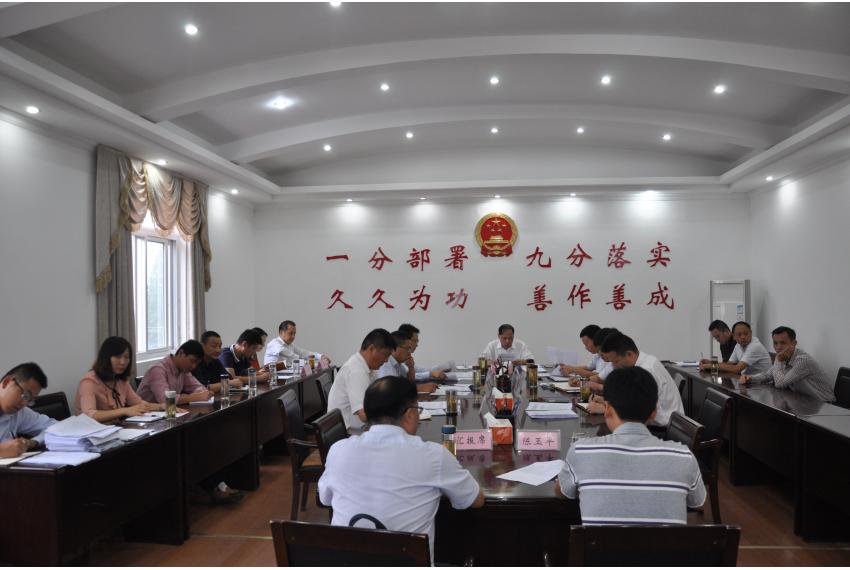 李斌主持召开2017年第7次县长工作例会